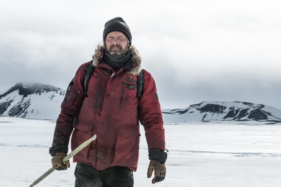 Fra filmen Arctic der kan streames på Filmstriben