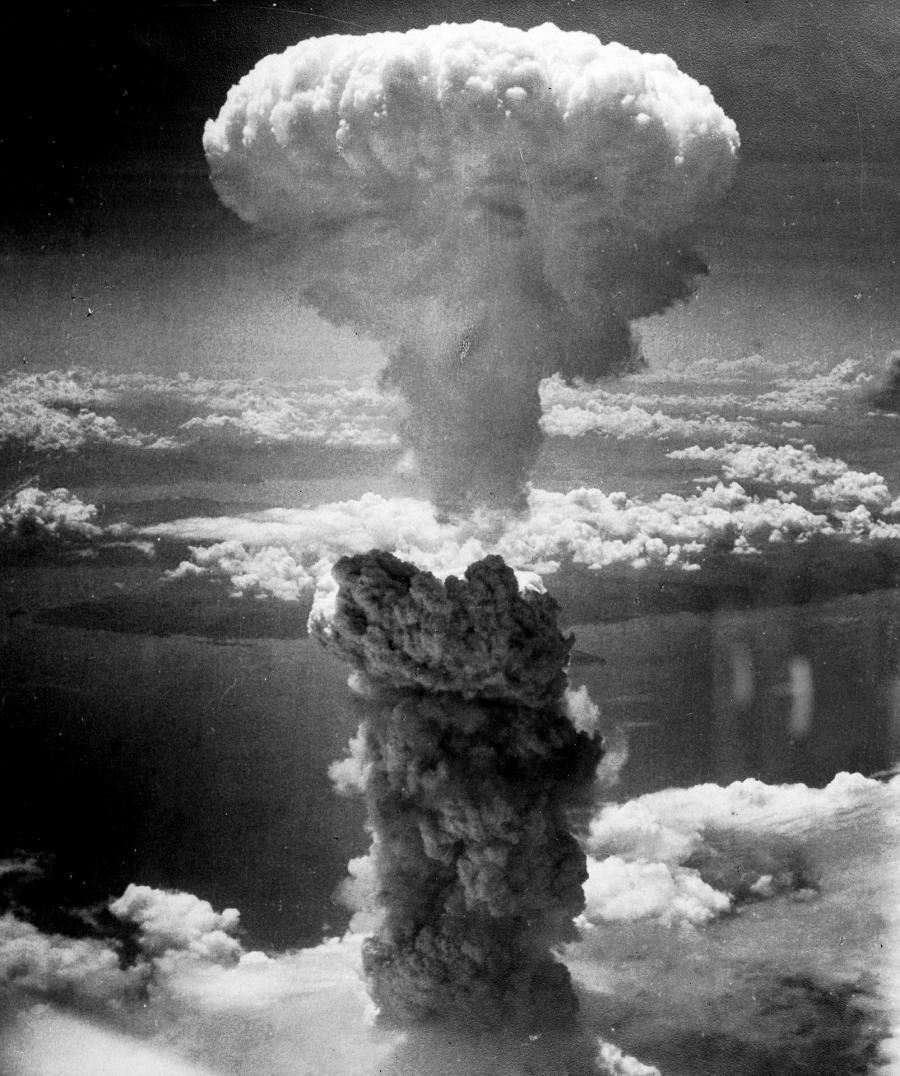 https://pixabay.com/da/photos/atombombe-atomv%C3%A5ben-fed-mand-398277/