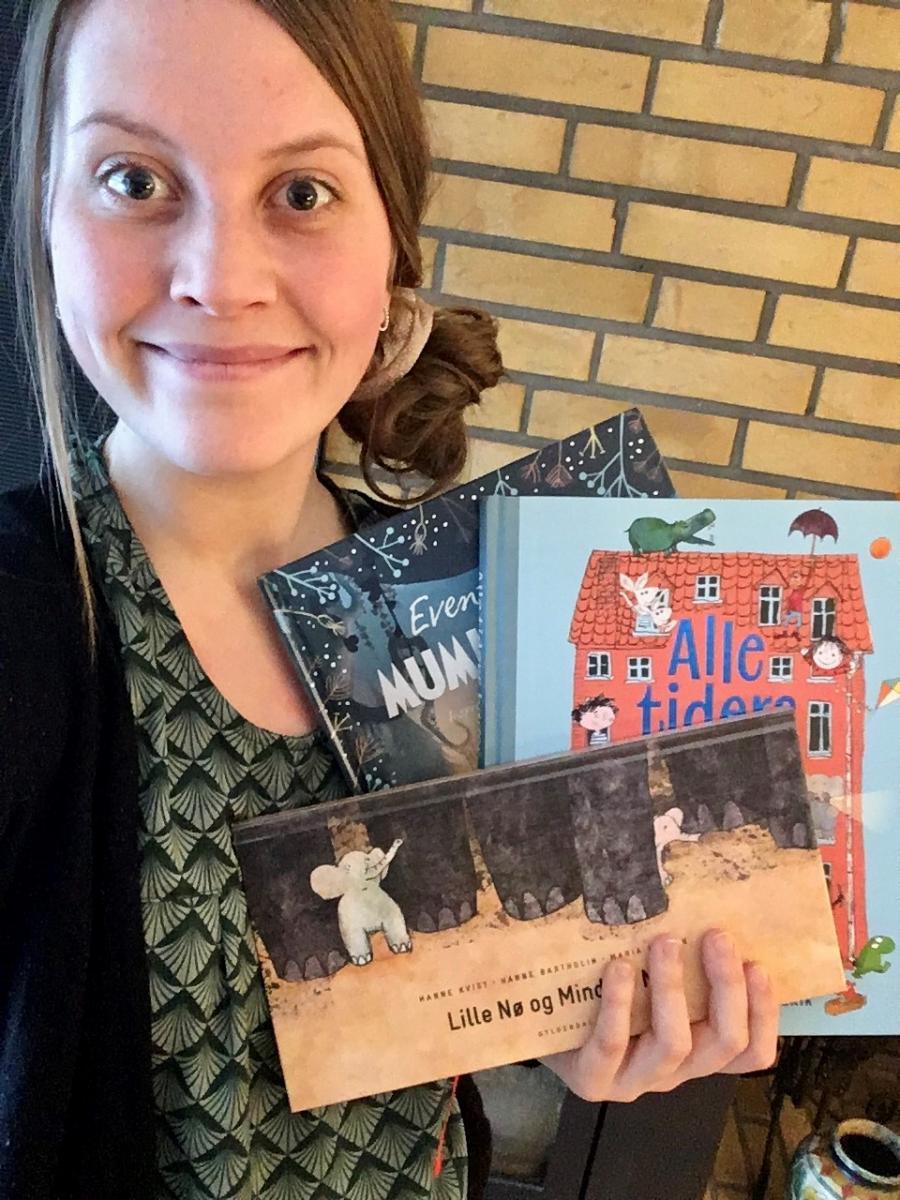 Emma R. Formidler på børnebiblioteket